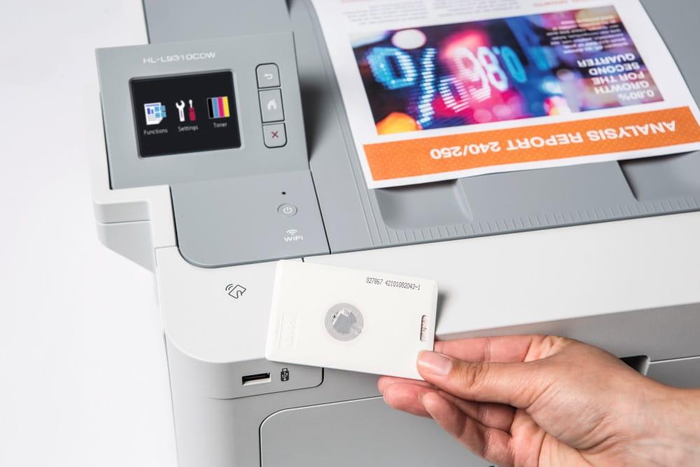 Druckersicherheit, mit Verwendung einer NFC-Karte auf einem Farblasergerät