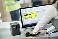 Brother PT-P900W Etikettendrucker mit der Etikettendesign-Software P-touch Editor