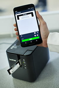 Brother PT-P900W Etikettendrucker: Drucken via Smartphone-App