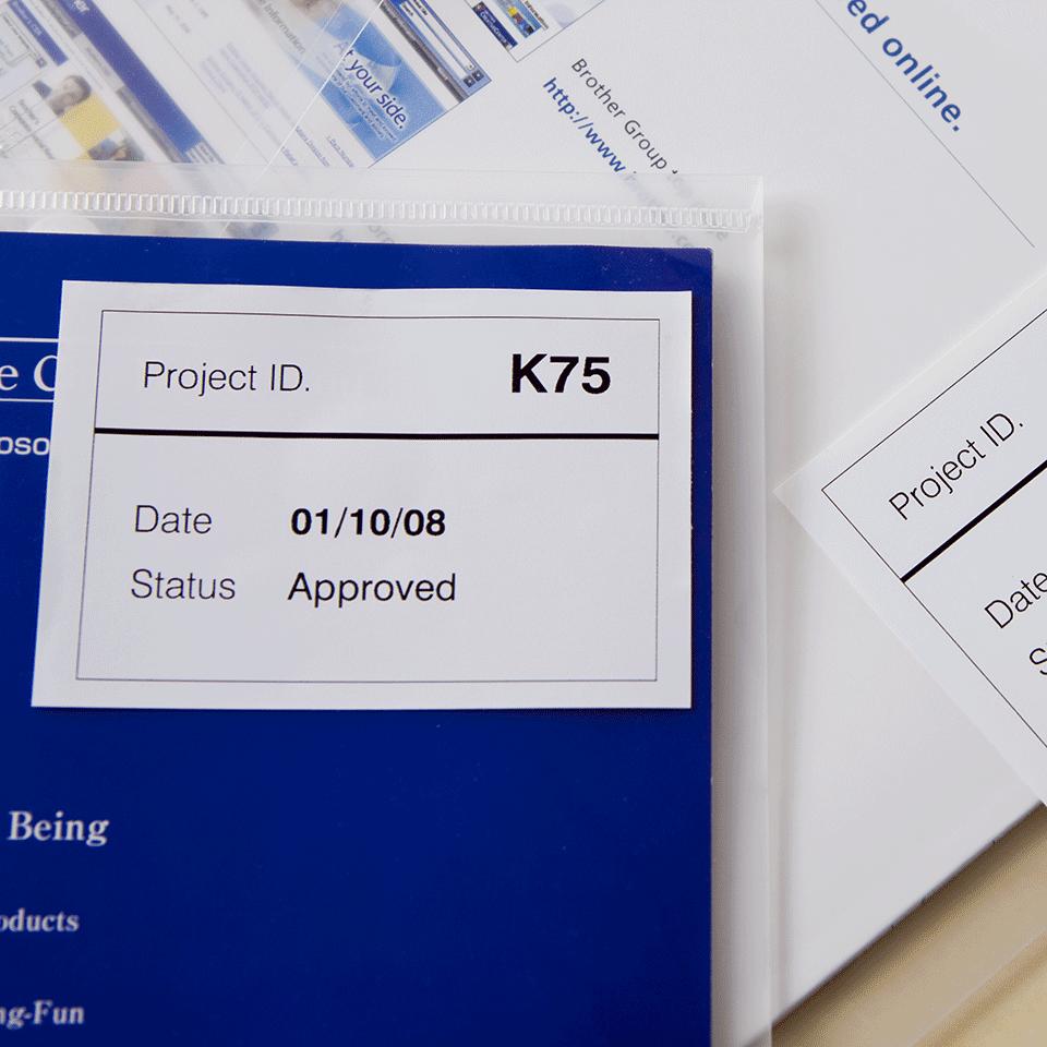 Original DK-44205 Endlosetikettenrolle von Brother – Schwarz und Rot auf Weiß, Papier, wiederablösbar, 62mm 2
